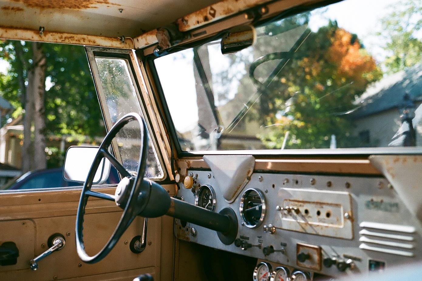 simon_weller_california_truckinterior