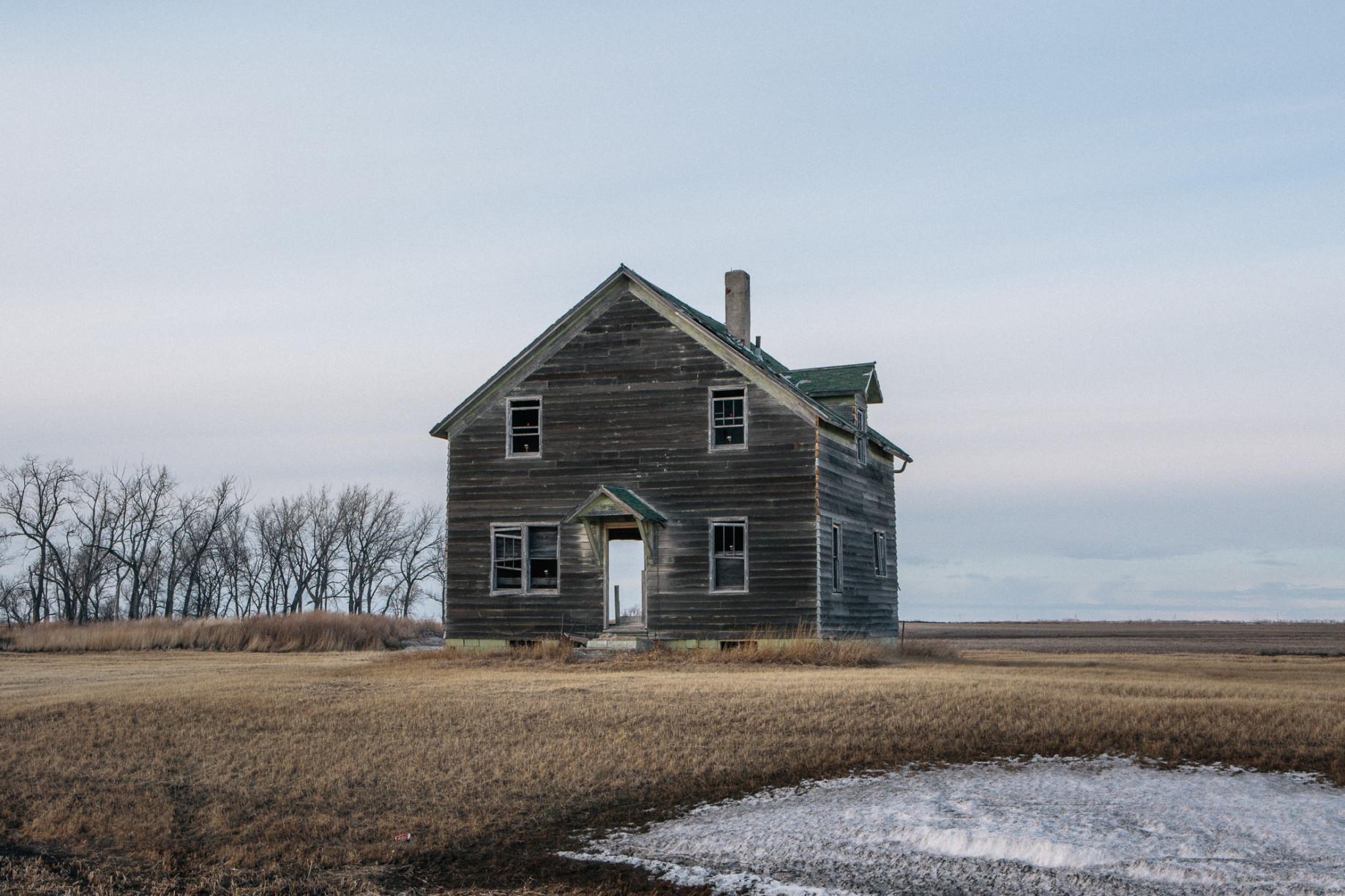simonweller-frozenstates-oldhouse