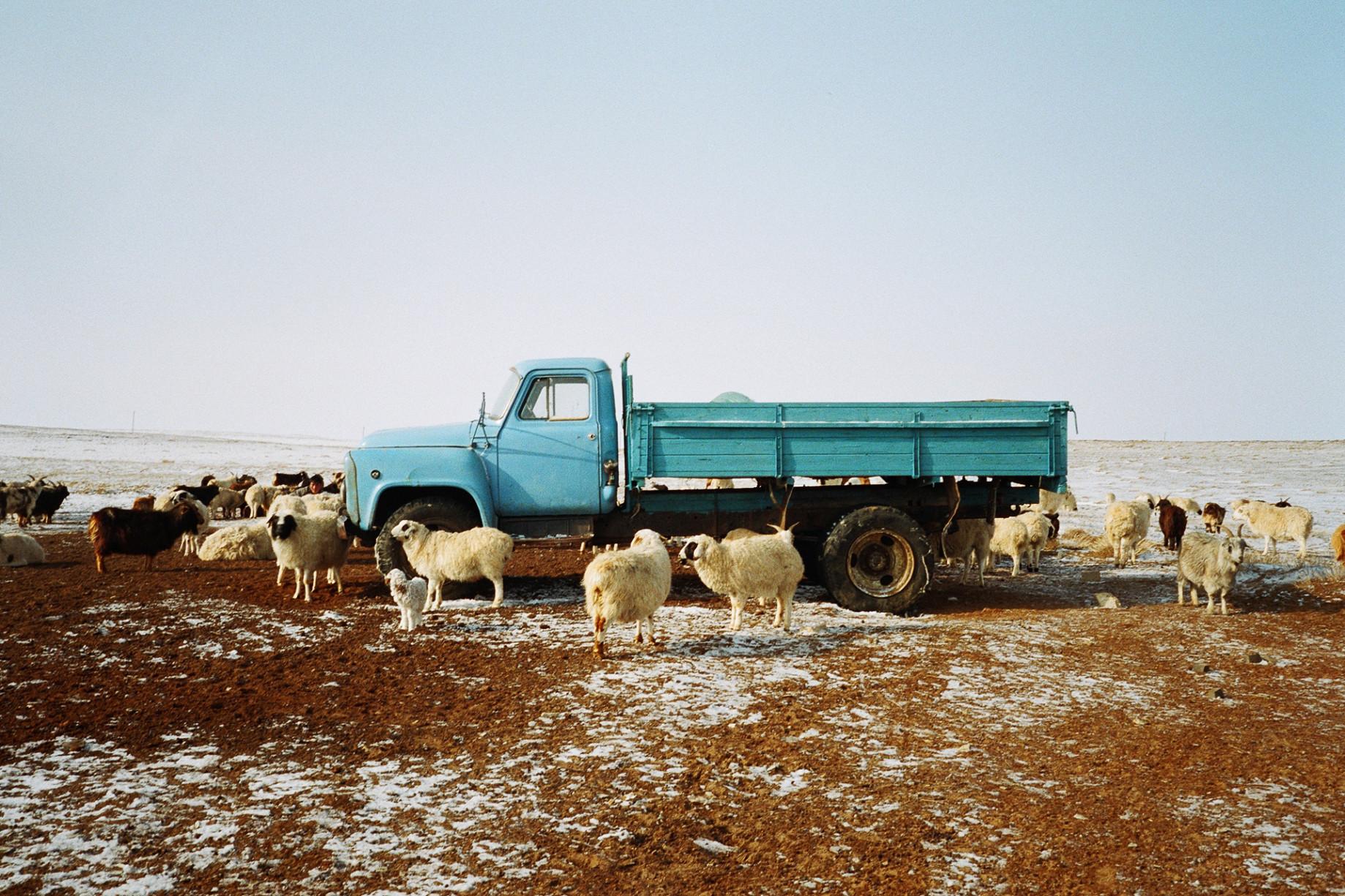 simonweller-mongolia-homesteadtruck